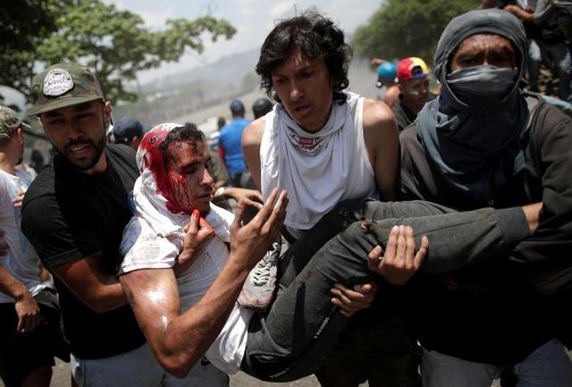Cảnh tượng hỗn loạn như chiến trường tại Venezuela sau âm mưu đảo chính - 9