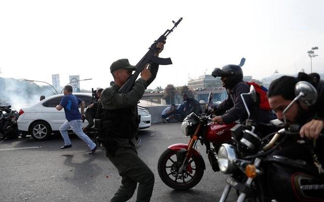 Cảnh tượng hỗn loạn như chiến trường tại Venezuela sau âm mưu đảo chính - 5