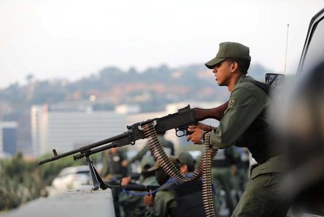 Cảnh tượng hỗn loạn như chiến trường tại Venezuela sau âm mưu đảo chính - 4