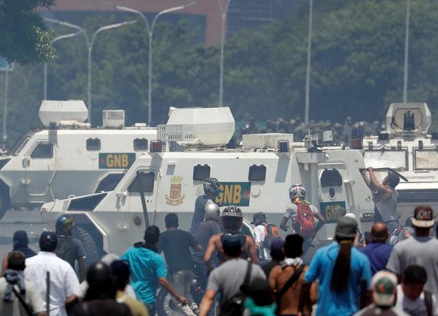 Lãnh đạo đối lập Venezuela tuyên bố đảo chính - 1