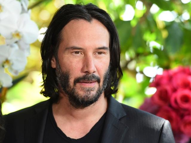 Ngôi sao giản dị Keanu Reeves gây sốc khi trở thành gương mặt thời trang - 1