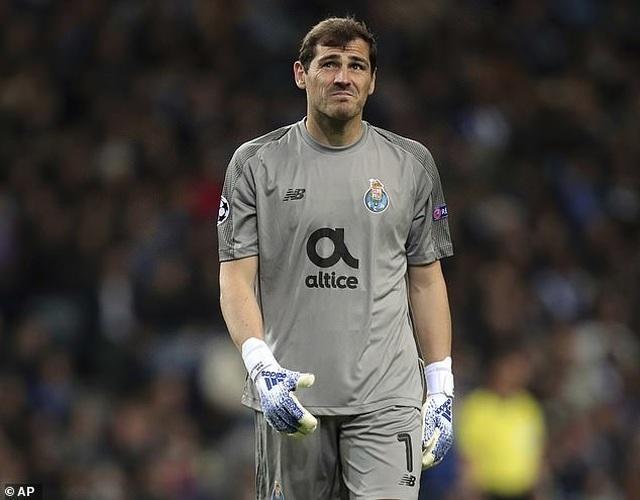 Iker Casillas nhập viện khẩn cấp do đau tim - 1