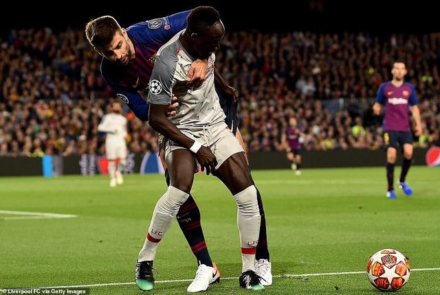 Những khoảnh khắc Messi nhấn chìm Liverpool tại Nou Camp - 20