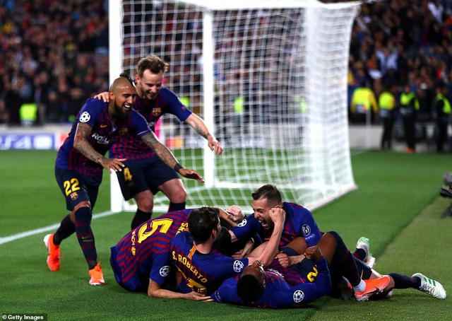 Những khoảnh khắc Messi nhấn chìm Liverpool tại Nou Camp - 8