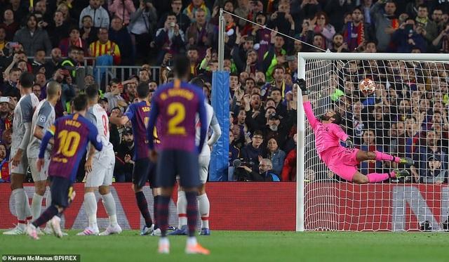 Những khoảnh khắc Messi nhấn chìm Liverpool tại Nou Camp - 9