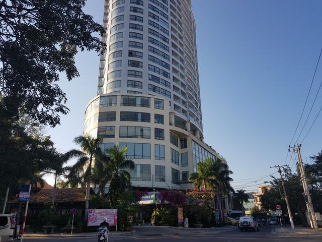Khách hàng mua căn hộ Bavico Nha Trang căng băng rôn đòi quyền lợi - 2