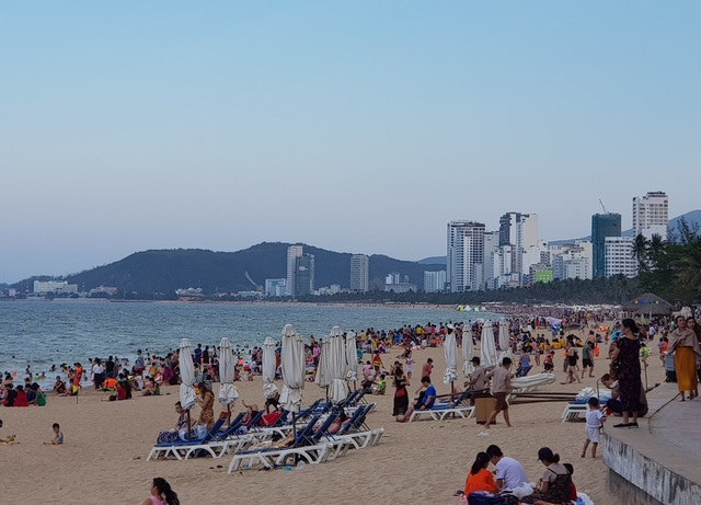 Du khách đến Nha Trang - Khánh Hòa tăng mạnh trong dịp lễ - 1