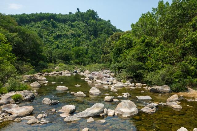 """Khám phá suối """"Lỡm ngỡm"""" ở Quảng Nam"""