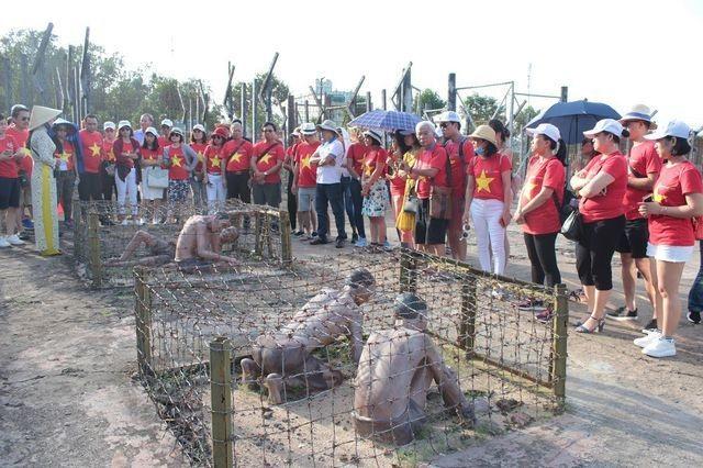 """Hơn 8.000 lượt khách đến tham quan """"địa ngục trần gian"""" ở Phú Quốc - 2"""