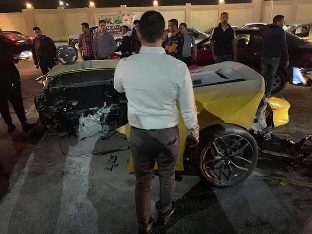 Siêu xe Lamborghini rách làm đôi sau tai nạn, tài xế chỉ bị thương nhẹ - 3