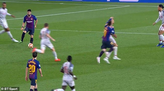 Messi ăn vạ trước khi lập siêu phẩm vào lưới Liverpool? - 3