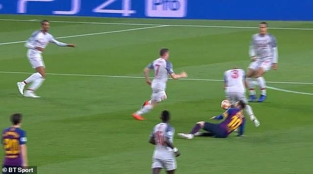Messi ăn vạ trước khi lập siêu phẩm vào lưới Liverpool? - 4