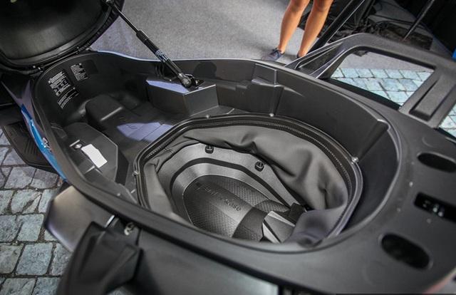 BMW tung ra hai mẫu xe ga sản xuất tại Trung Quốc - 12