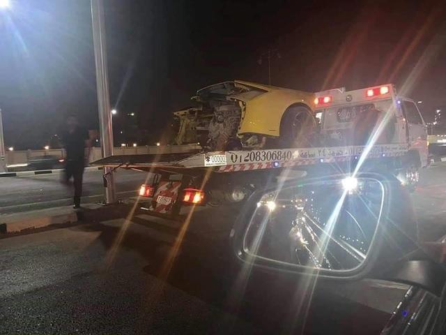 Siêu xe Lamborghini rách làm đôi sau tai nạn, tài xế chỉ bị thương nhẹ - 6