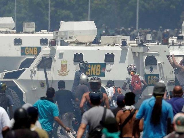 Câu hỏi bỏ ngỏ sau đảo chính thất bại ở Venezuela - 2