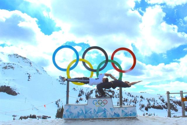 Quốc Cơ - Quốc Nghiệp mình trần diễn xiếc trên núi tuyết ở Canada - 8