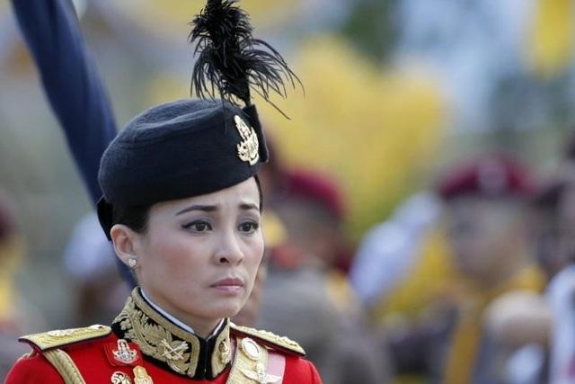 Quốc vương Thái Lan kết hôn với nữ tướng ngay trước lễ đăng cơ - 2