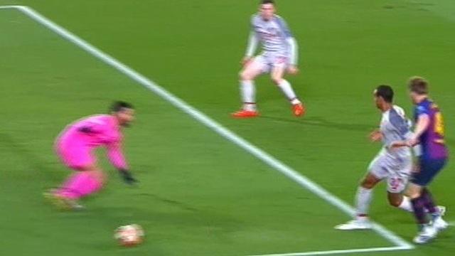 Barcelona 3-0 Liverpool: Cú đúp của Messi - 26