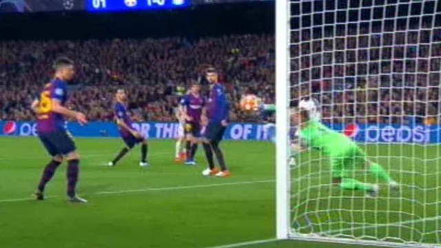 Barcelona 3-0 Liverpool: Cú đúp của Messi - 12
