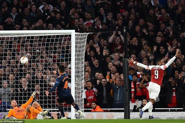 Arsenal 3-1 Valencia: Cú đúp của Lacazette - 4