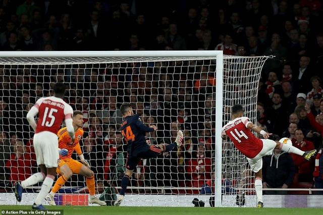 Arsenal 3-1 Valencia: Cú đúp của Lacazette - 9