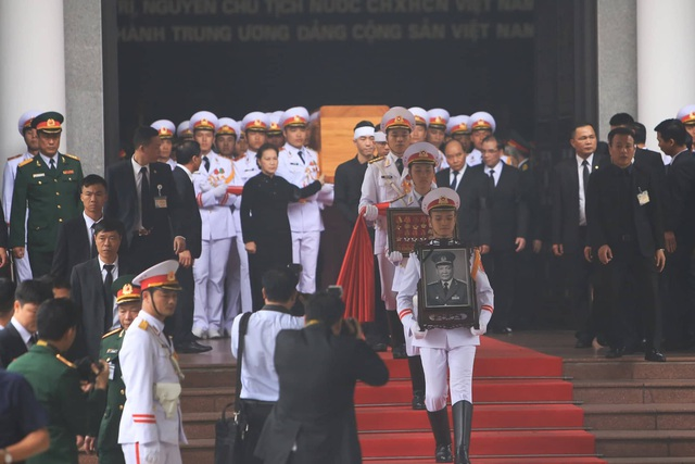 Máy bay đưa nguyên Chủ tịch nước Lê Đức Anh về nơi an nghỉ cuối cùng tại TPHCM - 27