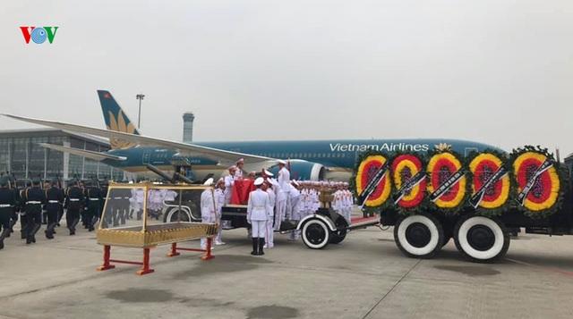 Máy bay đưa nguyên Chủ tịch nước Lê Đức Anh về nơi an nghỉ cuối cùng tại TPHCM - 1