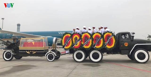 Máy bay đưa nguyên Chủ tịch nước Lê Đức Anh về nơi an nghỉ cuối cùng tại TPHCM - 2