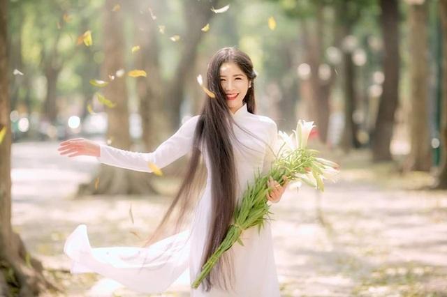 Ngẩn ngơ trước vẻ xinh đẹp của nữ sinh Văn hóa sở hữu mái tóc dài 1m35 - 1