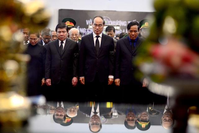 Đông đảo lãnh đạo, nhân dân miền Nam đến tiễn đưa nguyên Chủ tịch nước Lê Đức Anh - 2