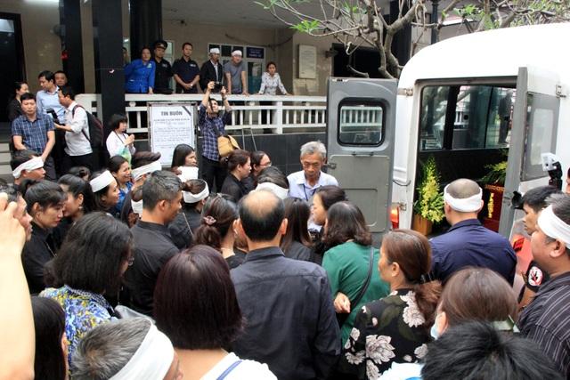 Nghẹn ngào tiễn biệt cô giáo bị xe Mercedes tông tử vong ở hầm Kim Liên - 17