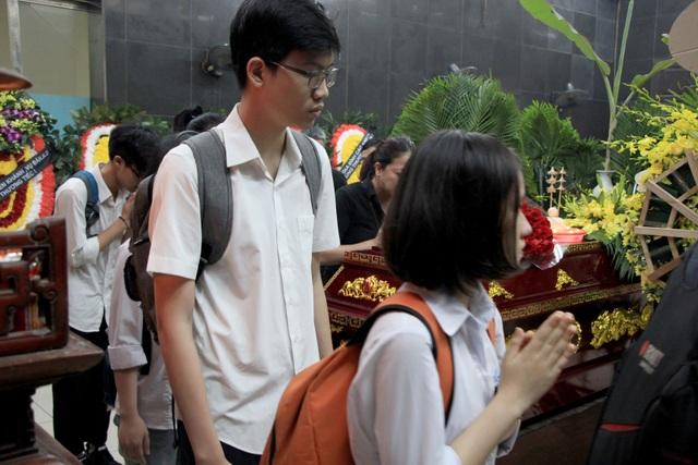 Nghẹn ngào tiễn biệt cô giáo bị xe Mercedes tông tử vong ở hầm Kim Liên - 11