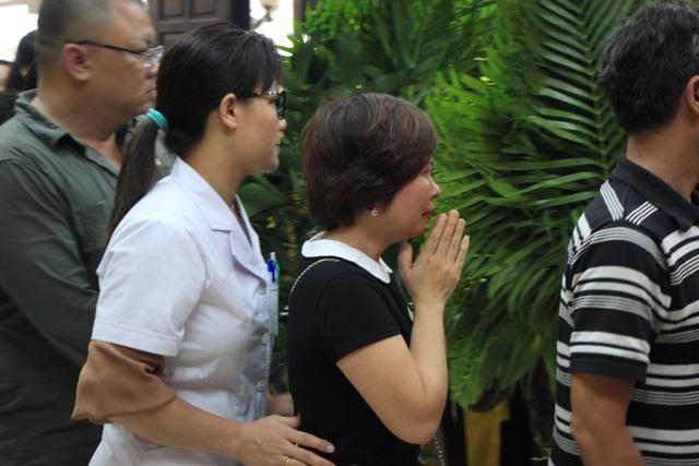 Nghẹn ngào tiễn biệt cô giáo bị xe Mercedes tông tử vong ở hầm Kim Liên - 7