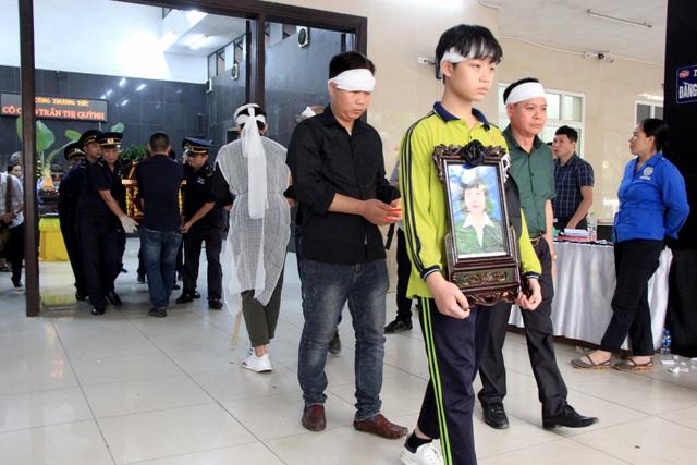 Nghẹn ngào tiễn biệt cô giáo bị xe Mercedes tông tử vong ở hầm Kim Liên - 15