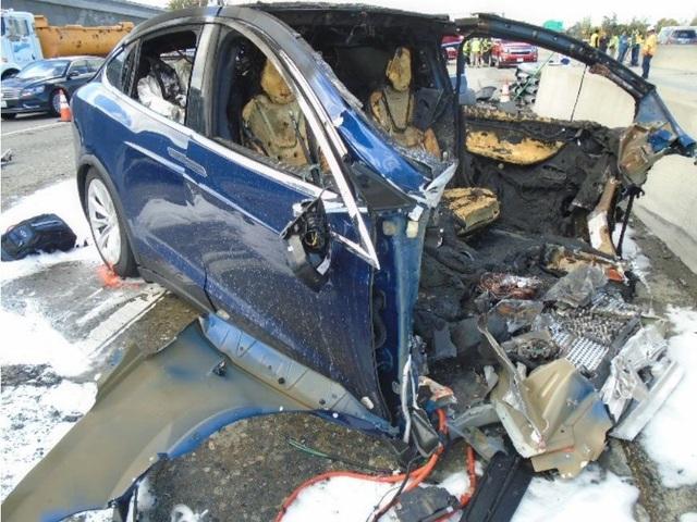 Tesla lại bị kiện vì hệ thống lái tự động - 1