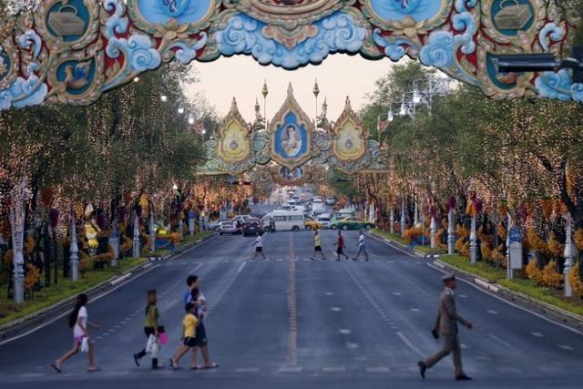 Những con số choáng ngợp về lễ đăng cơ của Quốc vương Thái Lan - 2