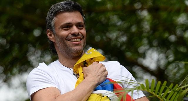 Venezuela ra trát bắt giữ thủ lĩnh tinh thần của phe đối lập sau đảo chính bất thành - 1