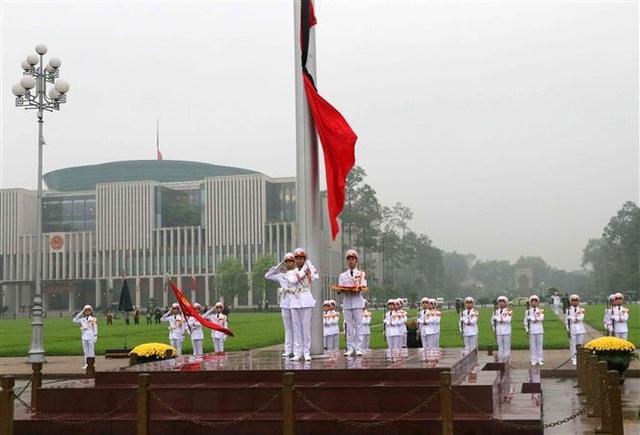 Nghi thức treo cờ rủ Lễ Quốc tang Đại tướng Lê Đức Anh - 2