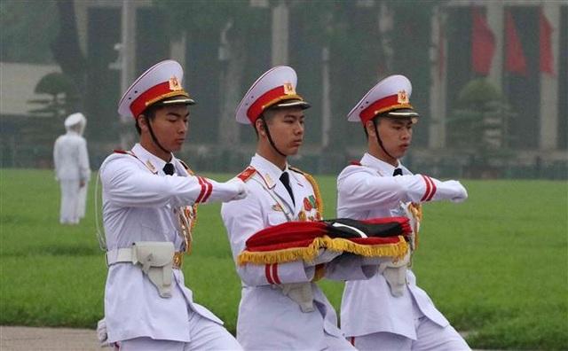 Nghi thức treo cờ rủ Lễ Quốc tang Đại tướng Lê Đức Anh - 6