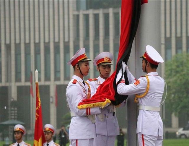 Nghi thức treo cờ rủ Lễ Quốc tang Đại tướng Lê Đức Anh - 3