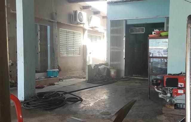 """Phú Yên: Phát hiện một điểm chuyên bán dầu diezen """"lậu"""" trong khu dân cư - 1"""