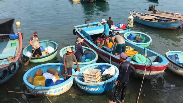 """Phú Yên: Phát hiện một điểm chuyên bán dầu diezen """"lậu"""" trong khu dân cư - 5"""