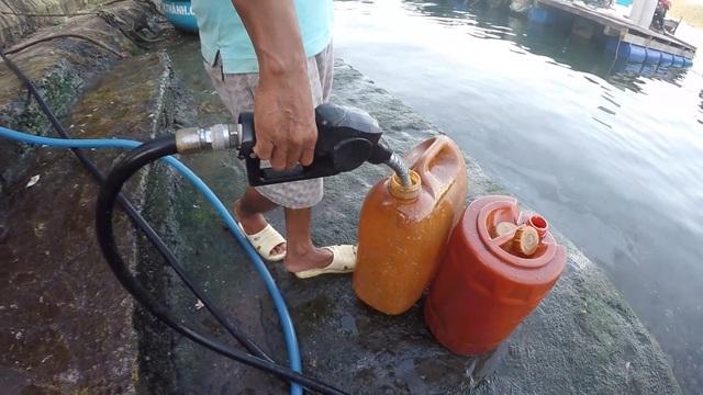 """Phú Yên: Phát hiện một điểm chuyên bán dầu diezen """"lậu"""" trong khu dân cư - 6"""