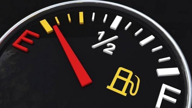 Đợi xe hết xăng mới đổ hay nên đổ sớm? - 1