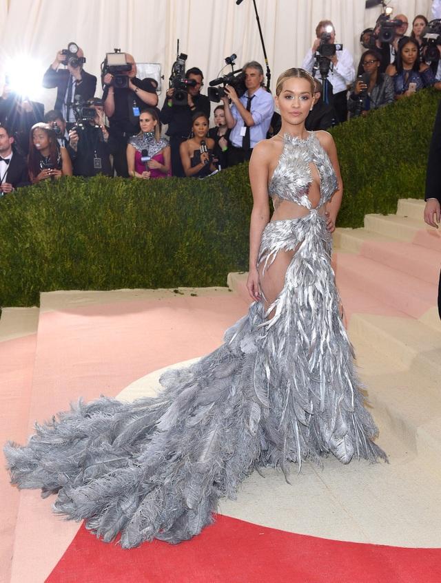 """Những bộ đầm táo bạo nhất từng xuất hiện tại """"đại tiệc thời trang"""" Met Gala - 11"""