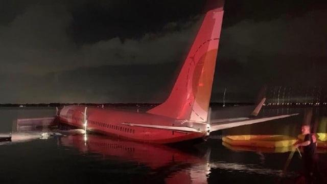 Hành khách kể giây phút máy bay Mỹ chở 143 người lao xuống sông - 1