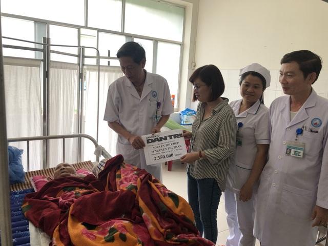 Trao tiếp quà nhân ái đến hai cụ bà xin sống tới cuối đời trong bệnh viện - 1