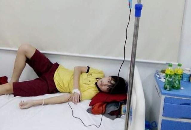 Xót xa cảnh vợ chồng phụ hồ có 3 đứa con mắc bệnh máu khó đông - 1