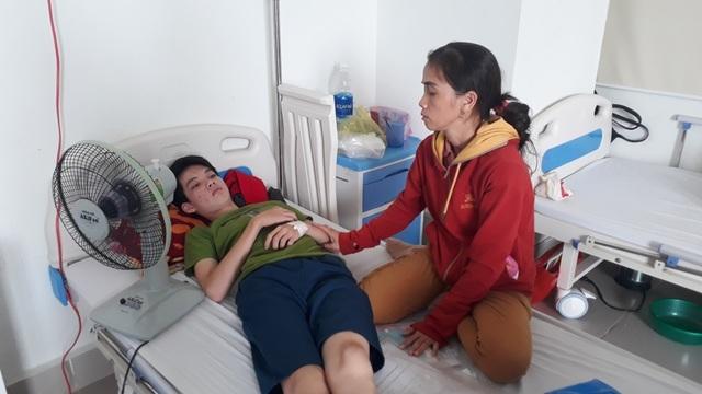 Xót xa cảnh vợ chồng phụ hồ có 3 đứa con mắc bệnh máu khó đông - 3