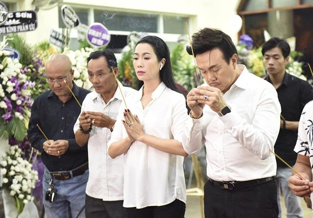 Gia đình Lê Bình trao 100 triệu ủng hộ nghệ sĩ nghèo theo di nguyện của ông  - 9